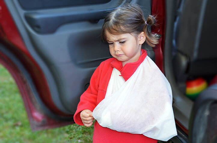 child-injured-in-car-wreck-de-lachica-law-firm